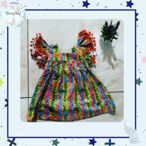 Vestido gola quadrada colorido com animais